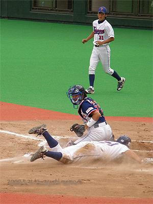 大崎選手アウトー。