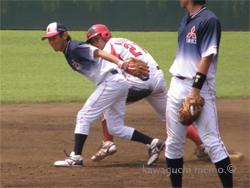 二塁へ滑り込む倉島選手?