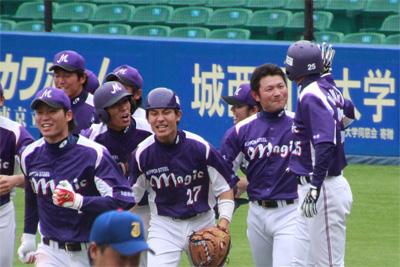 鬼崎選手と握手