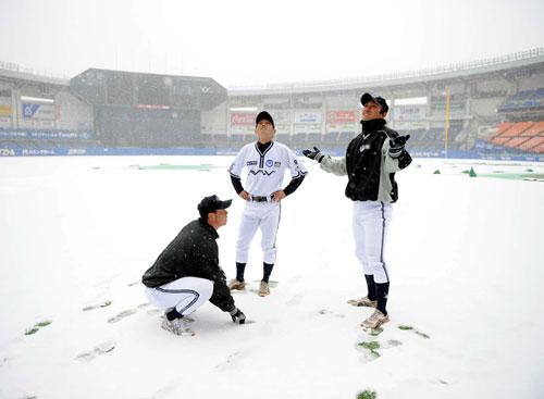 QVCで雪のため順延になったNTT西日本の選手